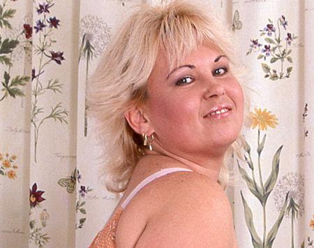 Naughty Older Woman Peaches For Mommy and Grandma Phone Sex Fun